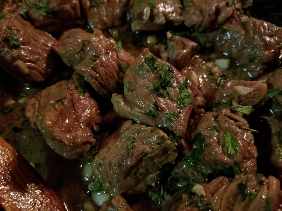 garlic butter + white wine steak bites 1